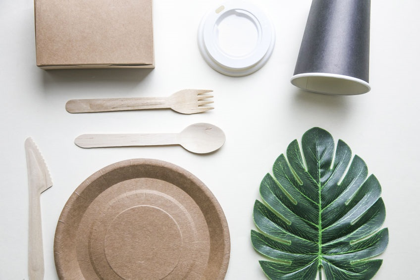 Kompostovatelné talíře, kelímky, ubrousky a eco-friendly dekorace