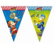 Vlajočky Mickey a pretekári